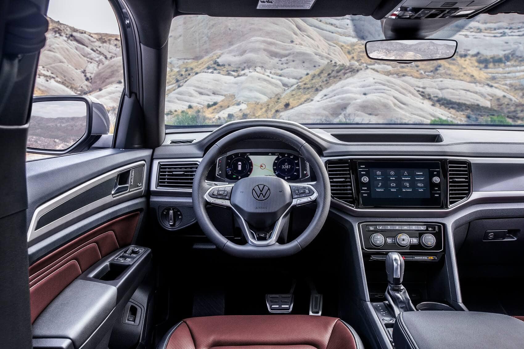 2020 Volkswagen Atlas Cross Sport vs Ford Edge