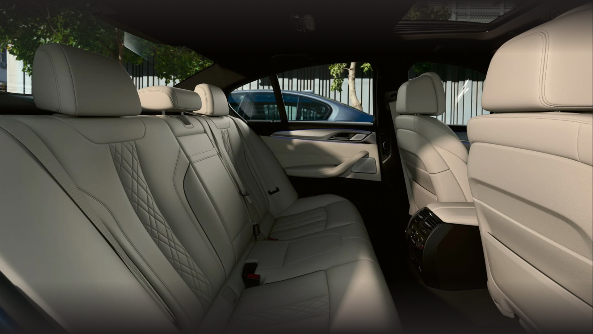 Rear seats in the 2021 5 Series