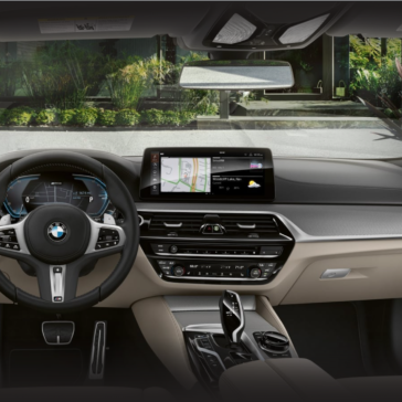 Photo of the 2021 5 Series Dashboard view
