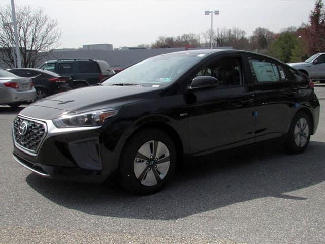 2018 Hyundai Ioniq Hybrid vs. 2018 Toyota Prius